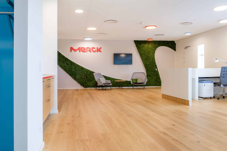 RITA Arch, Indretning, spaceplanning, Merck, Merck København, Merck Copenhagen, kontorindretning, Indgang, Reception, Loungeområde, Grafik