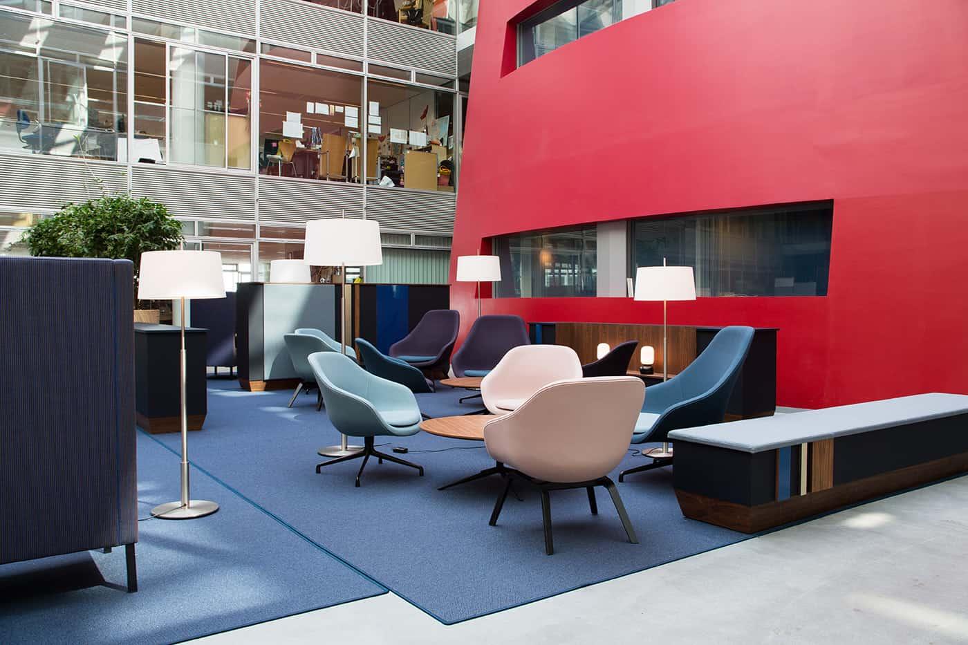 RITAarch DR Danmarks radio, indretning, lounge, DR gaden, Dr news, uformeltmøde, kontorindretning, mødehaven, fleksibelindretning, dropin, blå indretning