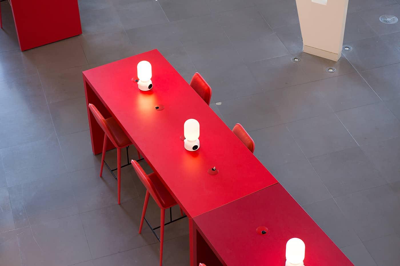 RITAarch DR Danmarks radio, indretning, lounge, DR gaden, Dr news, arbejdsområde, kontorindretning, dropin, højbord, specialdesign