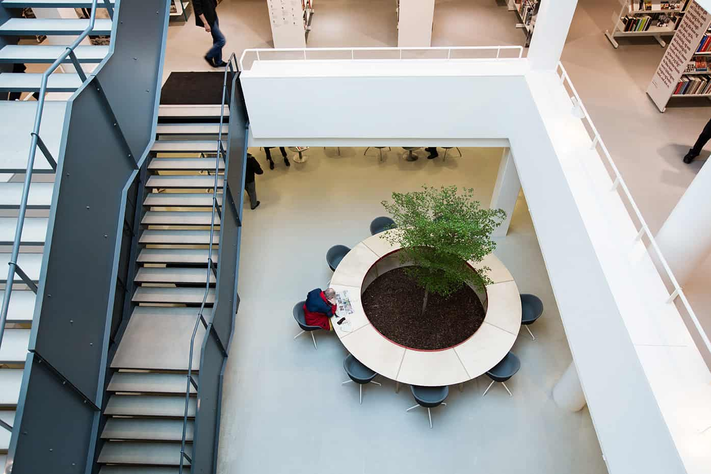 RITAarch, Indretning, spaceplanning, biblioteksdesign, biblioteksindretning, wayfinding, grafik, spaceplanning, arkitektur, atrium, læseområde, Holbæk bibliotek