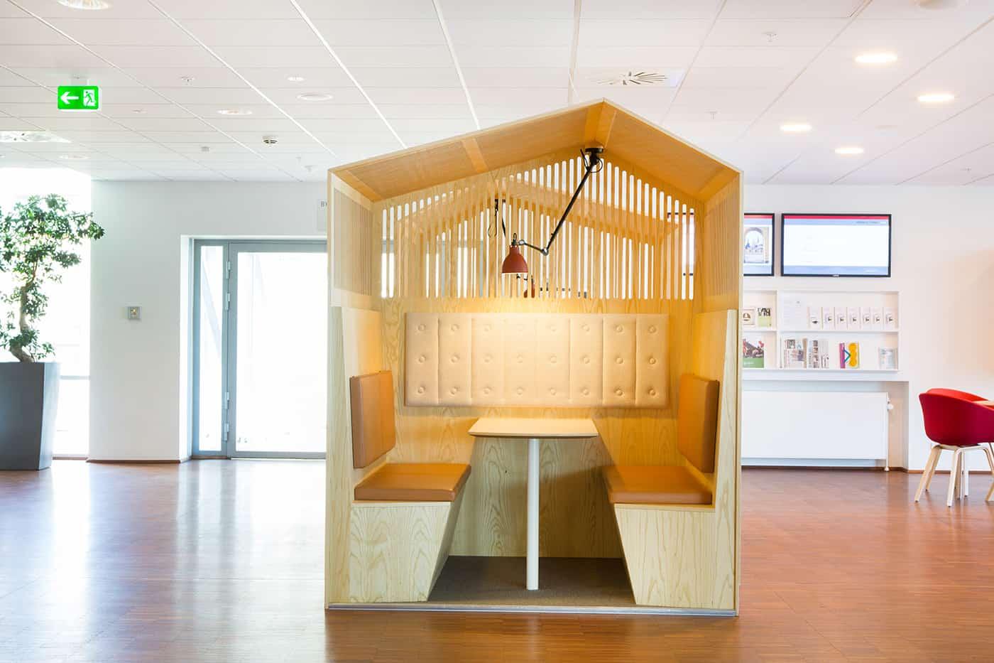 RITAarch, Indretning, spaceplanning, Borgerservice, Borgerservice Roskilde Rådhus, wayfinding, grafik, spaceplanning, arkitektur, Specialinventar, specialdesign, rum i rummet