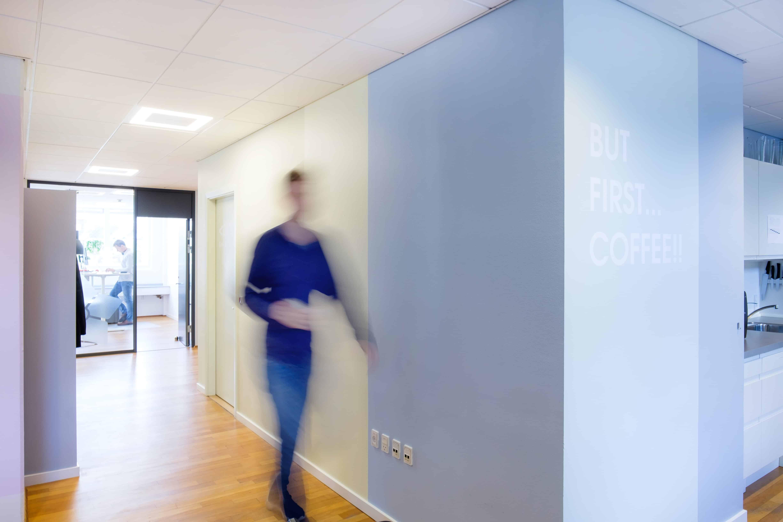 RITAarch, Indretning, spaceplanning, kontorindretning, erhvervsindretning, wayfinding, grafik, Timelog, Timelog København, Gangareal